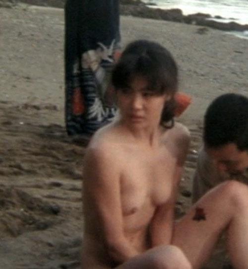 歌手で女優の今井美樹さんがヌードになってオッパイとお尻を見せてるセクシーGIFwww