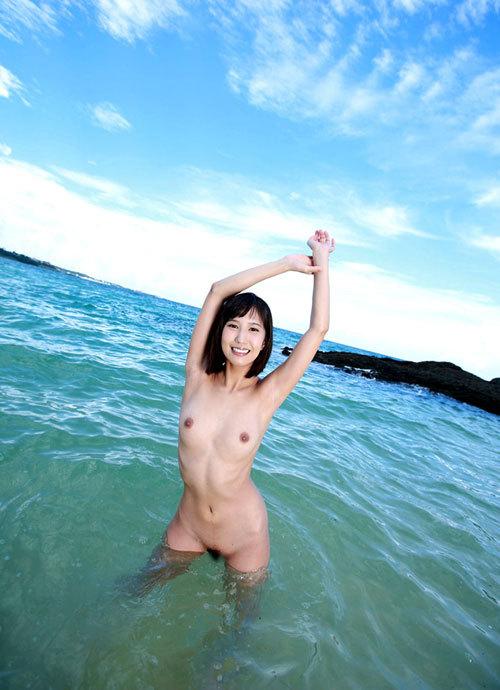 海でおっぱい丸出しのお姉さんを早く見たいね8