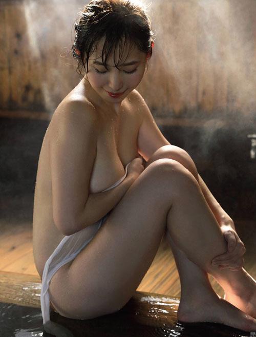 塩地美澄アナ 秘密の温泉旅行…妄想グラビア