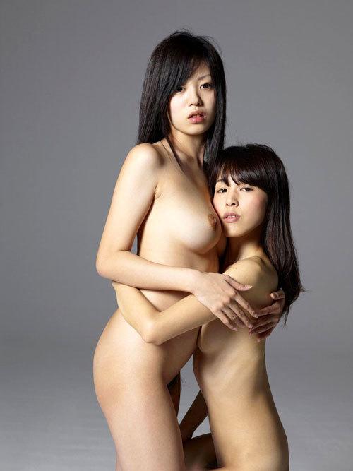 おっぱいを揉み合う女の子二人の間に入りたい9