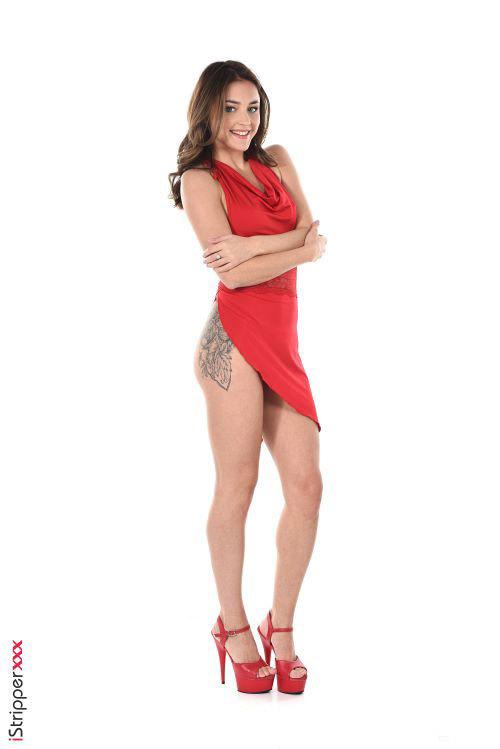 マン肉隠す気さらさらないwスリット深すぎてTバックのエロ美尻丸出しwで踊るロシアの美脚美女のヌード&エロダンスww # 外人エロ画像