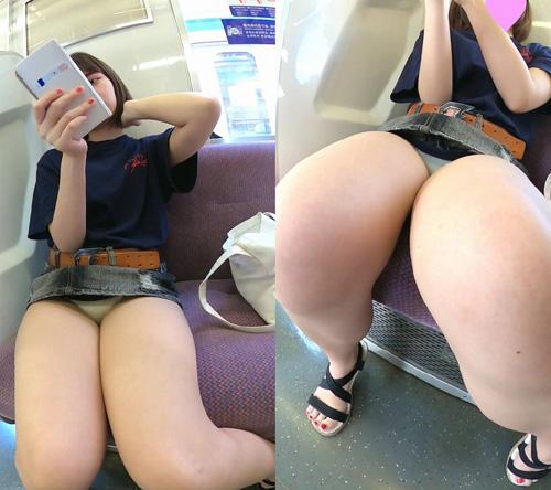 電車に乗ってパンチラ見れた★エロ画像50枚