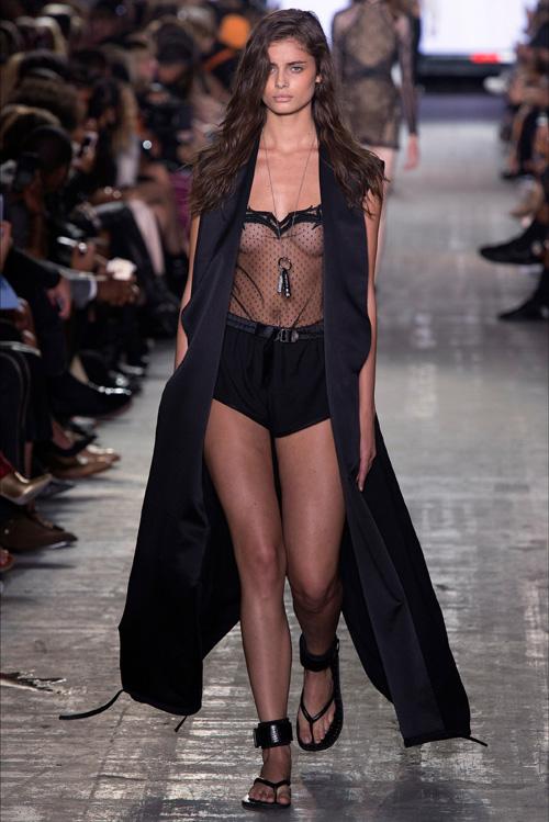 美形のスーパーモデル、テイラー・マリー・ヒルがインスタライブで乳首ポロリしてたらしいwww