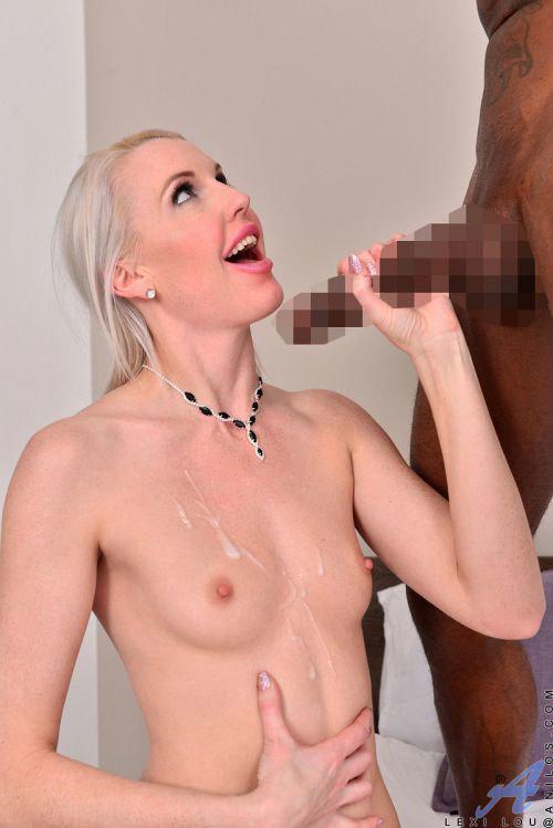 ピンクマ○コにずっぽし沈む黒いデカチンwアラサー金髪美熟女さん、黒人兄さんの巨根に無我夢中でむしゃぶりつくwww # 外人エロ画像と動画