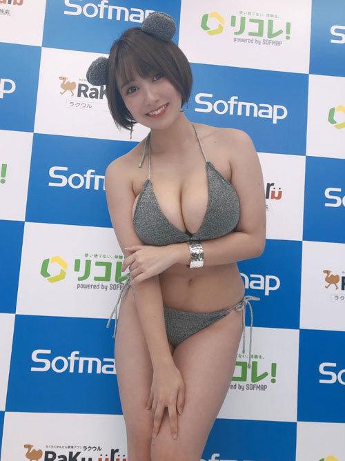 紺野栞Hカップ105cmのおっぱい揺れまくり過ぎ36