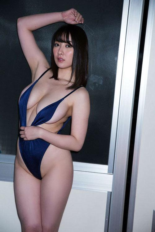 紺野栞Hカップ105cmのおっぱい揺れまくり過ぎ56