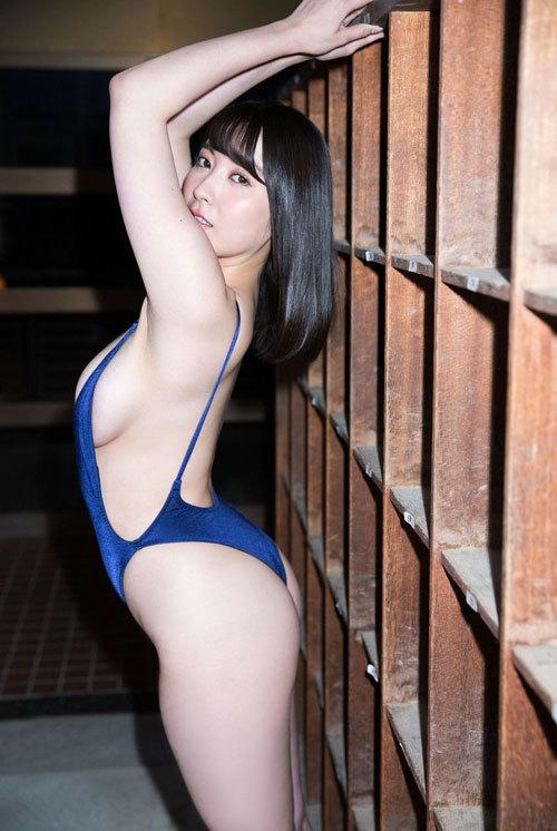紺野栞Hカップ105cmのおっぱい揺れまくり過ぎ58