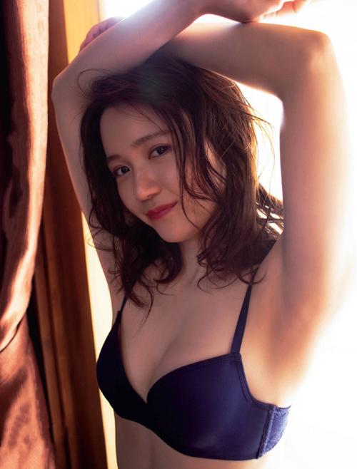 大人気の美少女声優 尾崎由香のエッチな水着