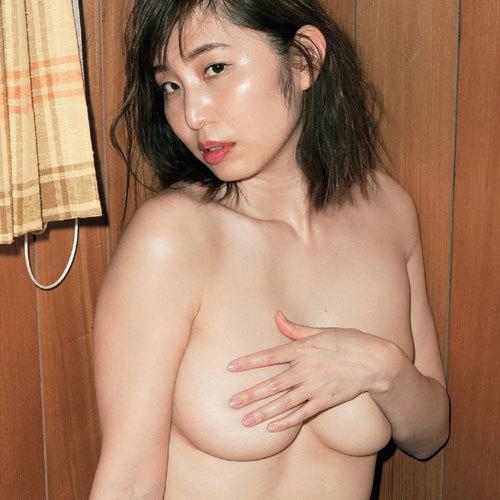 塩地美澄 巨乳フリーアナウンサーが全裸でおっぱい丸出し!乳首出てる?