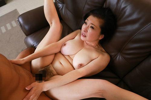 美魔女からムチムチおばさんまで素人熟女の生々しい性行為!濃密なセックスに熟れた体を震わせて久しぶりの快楽に酔い痴れる