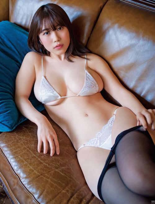 伊織いお おっぱいとお尻のボリューム感が最高なグラビア画像