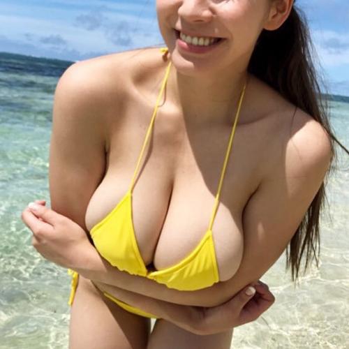 そろそろ夏本番!ビキニからおっぱいがこぼれそうな女の子を見に海へ行こう