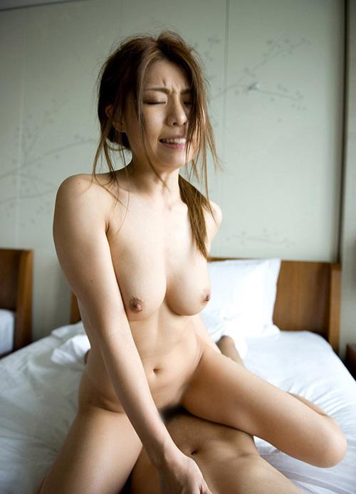 ぜんぶ脱ぎ捨てイチャイチャと…全裸セックス画像100枚