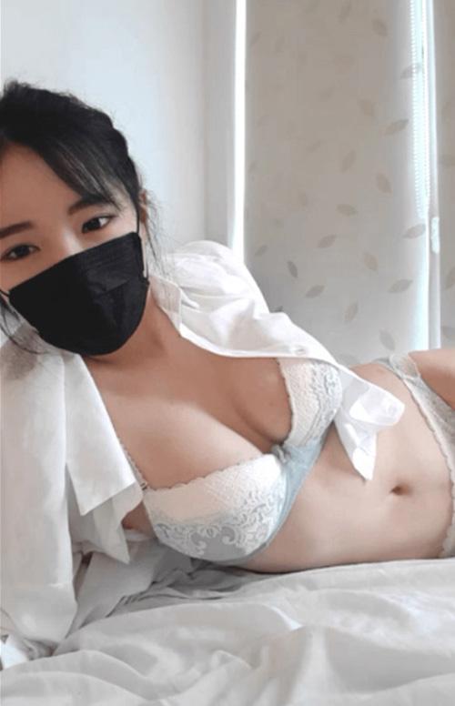 ベットの上で下着姿でオッパイをアピールしてる韓国の可愛い娘さんのセクシーGIFwww