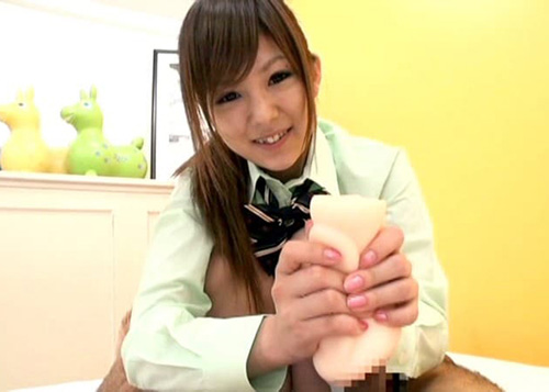 【玩具エロ画像】訳あって自分の穴は使わない女子たちによるオナホコキ!