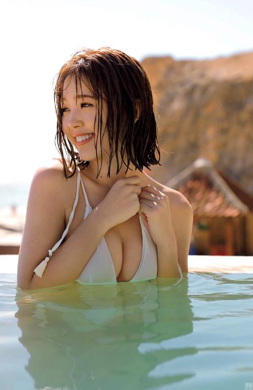 想定外のエロさ!モデル藤田ニコルのデカ美尻