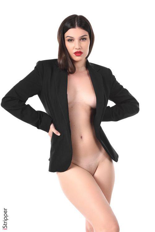ジャケットの下にはブラしか着けない主義wぽってり唇がセクシーなフランス美女のスーツ着用えちえちOLヌード&エロダンスww # 外人エロ画像