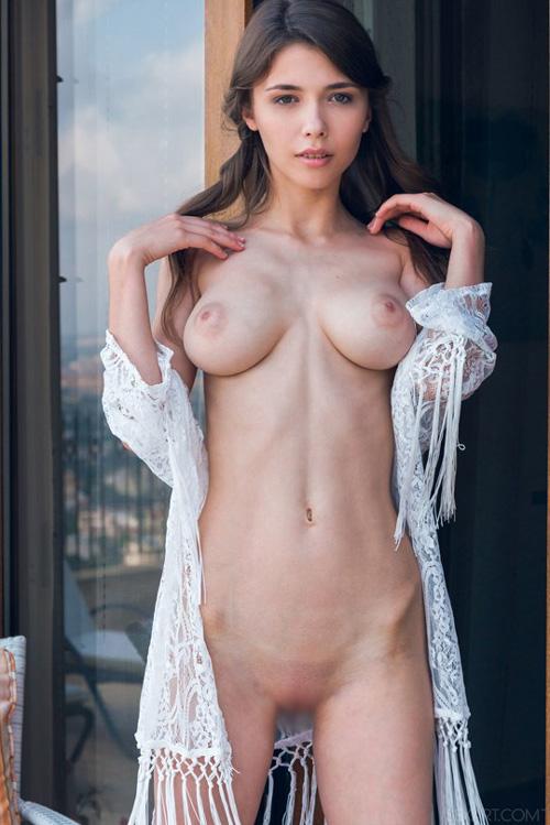 """痩せすぎガリ巨乳の美しい乳袋とセクシー女神の微笑みで魅了する """"Mila Azul"""" のヌードグラビア画像31枚! Part3"""
