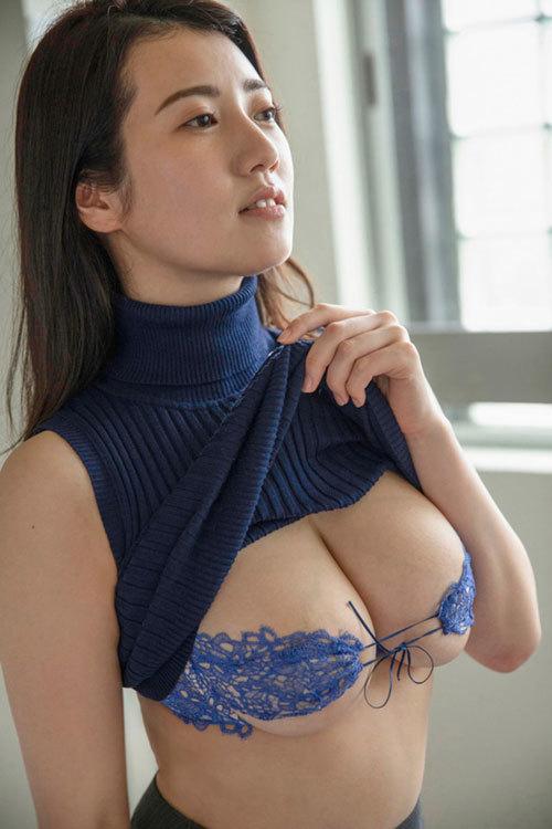 メロンのようなまん丸美巨乳グラドル草野綾が新作イメビでさらにエッチな姿を見せてるぞ!