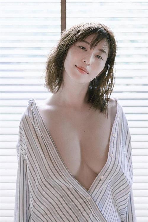 塩地美澄Gカップおっぱいを丸出しの女子アナ8