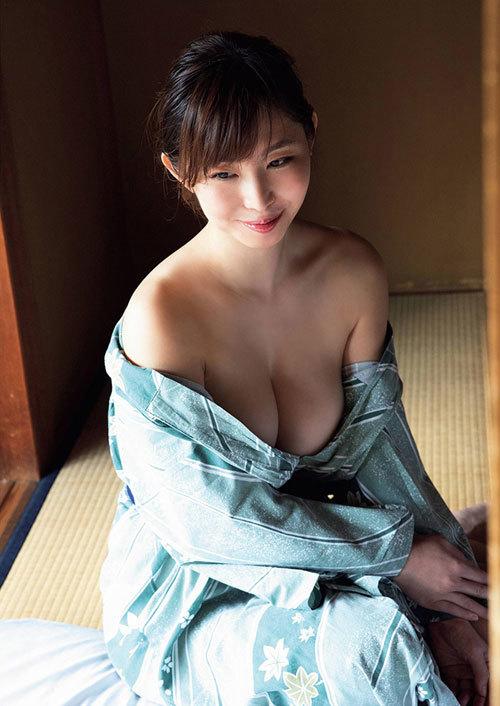 塩地美澄Gカップおっぱいを丸出しの女子アナ26