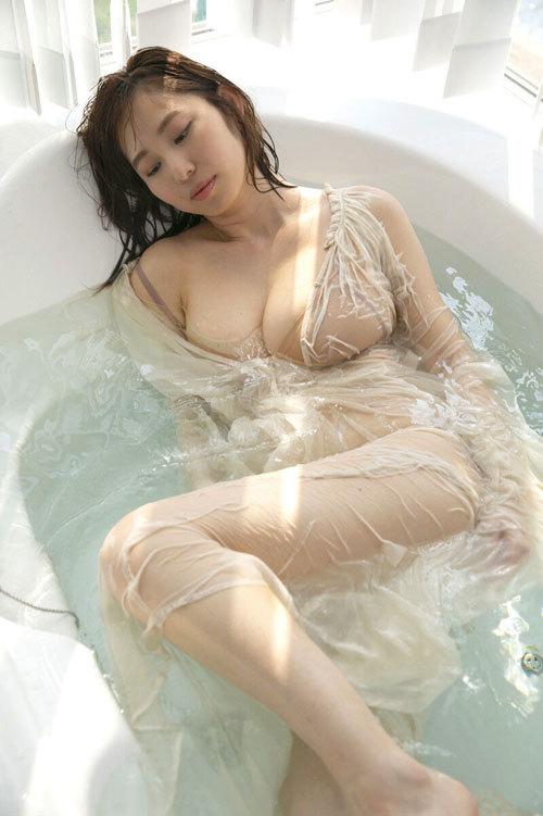 塩地美澄Gカップおっぱいを丸出しの女子アナ35