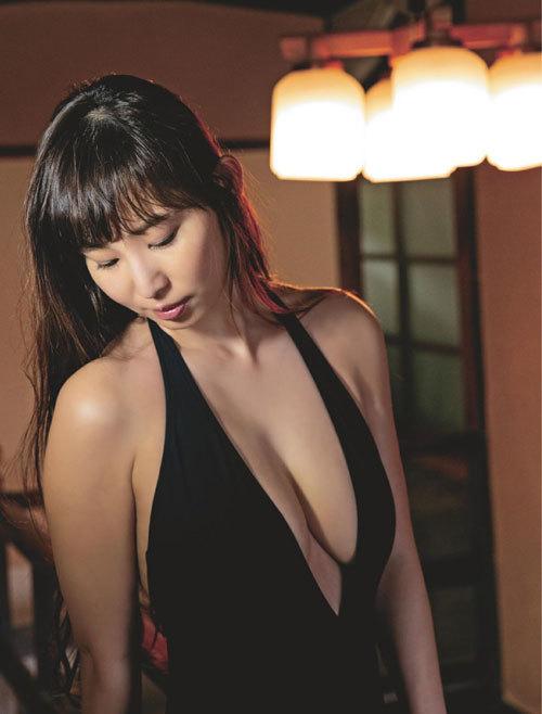 塩地美澄Gカップおっぱいを丸出しの女子アナ41