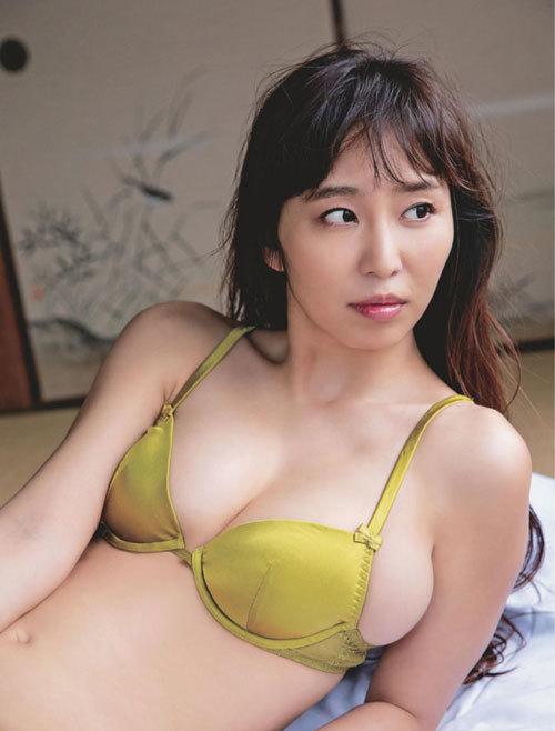 塩地美澄Gカップおっぱいを丸出しの女子アナ42