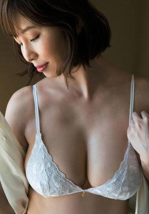 塩地美澄Gカップおっぱいを丸出しの女子アナ54