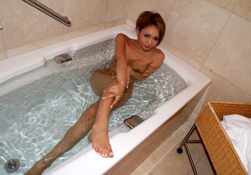 お風呂に浮かぶお姉さんのおっぱいで癒やして3