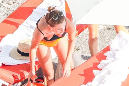 パパラッチされた水着姿のエマ・ワトソンのちょっと見えてるお尻のワレメやハミ尻がエロいセクシー画像www