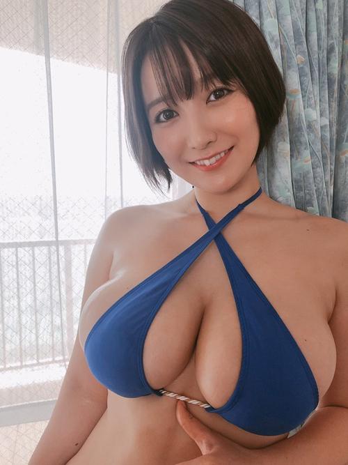 Hカップグラドル紺野栞が新作イメビで105cmに成長した爆乳をブルンブルンさせてるぞ!
