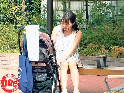 育児に忙しいベビーカー巨乳ママが授乳手コキからの常におっぱい吸わせる生ハメ授乳SEXで童貞筆おろし!14