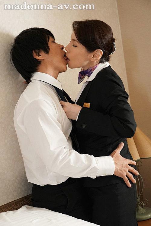 「ねぇ?あなた、本当に童貞なの?」~童貞詐欺にイカされ続けた人妻~ 山口珠理6