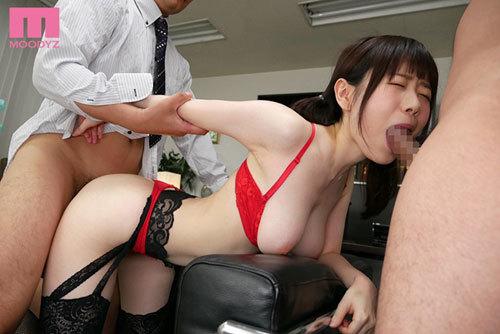 高級ランジェリー試着モニターでやってきた内気なバイト女子大生をセクハラ公開羞恥レ×プ輪● 水卜さくら6