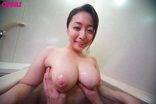 彼女が家族旅行で一週間留守にしたので彼女の巨乳女友達に中出ししまくりました。 篠崎かんな10