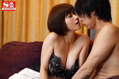 旦那不在の2日間、本能のまま不倫セックスに明け暮れた不実な週末 奥田咲9