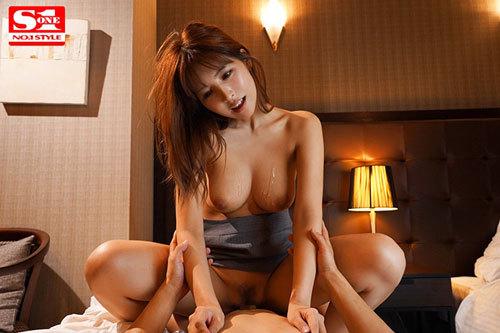 巨乳上司と童貞部下が出張先の相部屋ホテルで…いたずら誘惑を真に受けた部下が10発射精の絶倫性交 三上悠亜2