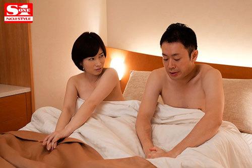 「ホテルで休憩しよっか?」 酔いつぶれた僕が会社の巨乳受付嬢の奥田さんに逆お持ち帰りされ一線を越えた夜。 奥田咲4