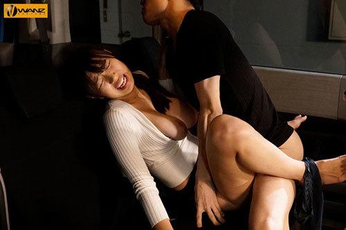 夫の目の前で寝取らせられた妻 愛する夫の願いで他の男達に何度も抱かれる巨乳妻 桐谷まつり5