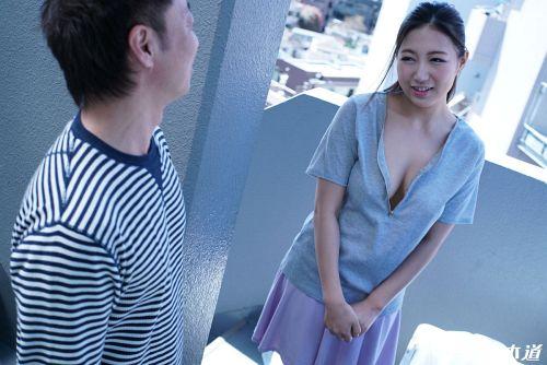 佐倉ねね - 朝ゴミ出しする近所の遊び好き隣のノーブラ奥さん 09