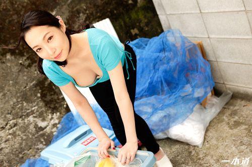吉岡蓮美 - 朝ゴミ出しする近所の遊び好きノーブラ奥さん 吉岡蓮美 01