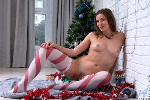 Viktoria Vixen - CHRISTMAS TEASE 09