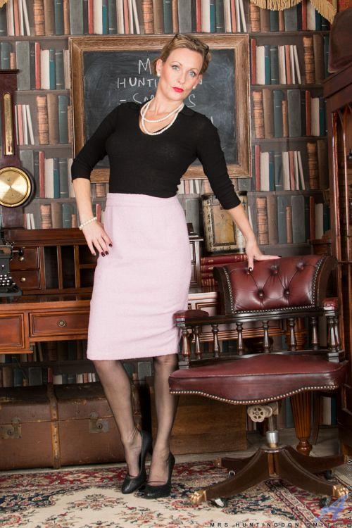 Mrs Huntingdon Smythe - MASTURBATION CLASS 02