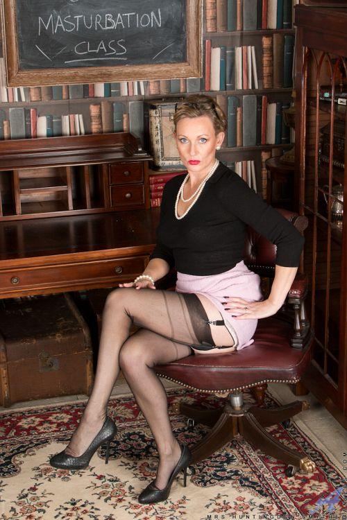 Mrs Huntingdon Smythe - MASTURBATION CLASS 03