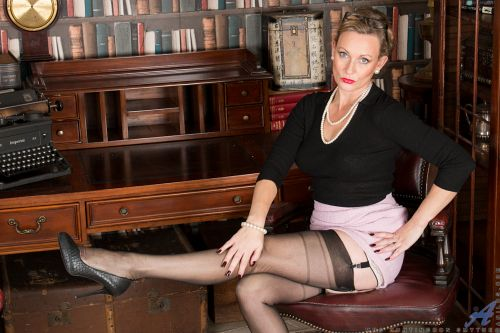 Mrs Huntingdon Smythe - MASTURBATION CLASS 04