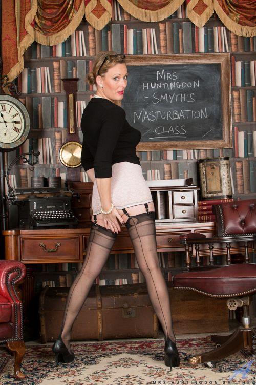 Mrs Huntingdon Smythe - MASTURBATION CLASS 09