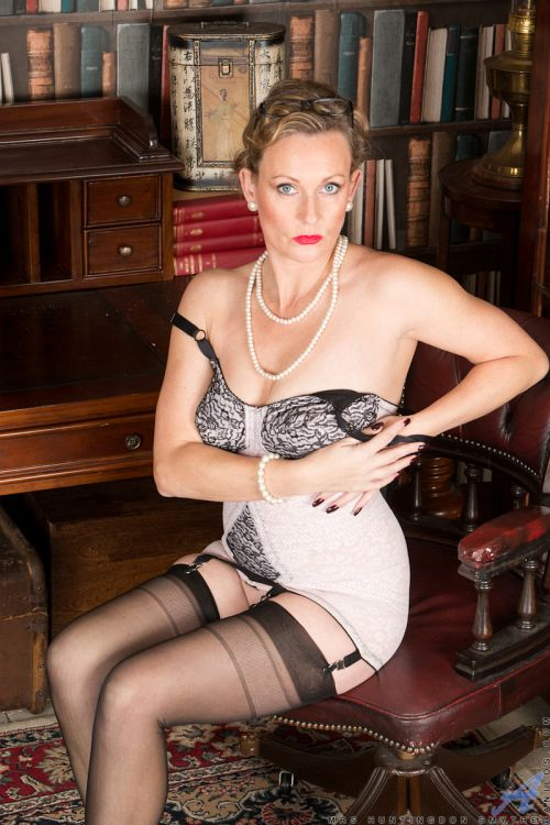Mrs Huntingdon Smythe - MASTURBATION CLASS 15