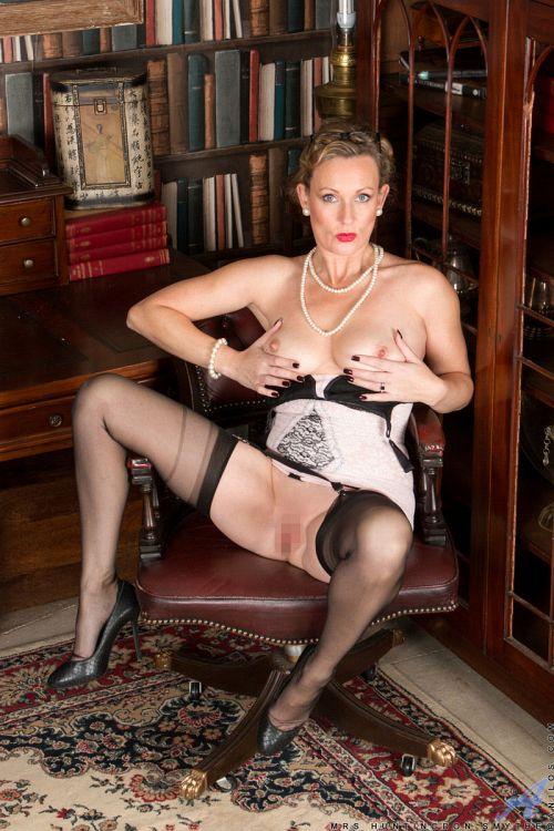 Mrs Huntingdon Smythe - MASTURBATION CLASS 16