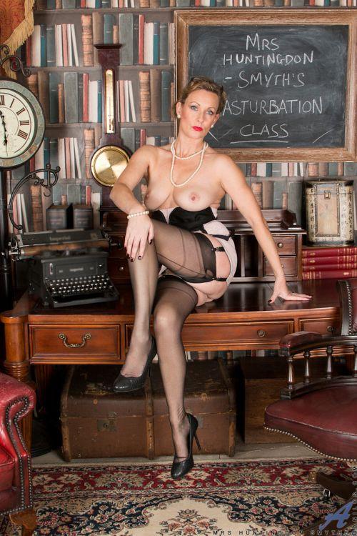 Mrs Huntingdon Smythe - MASTURBATION CLASS 21